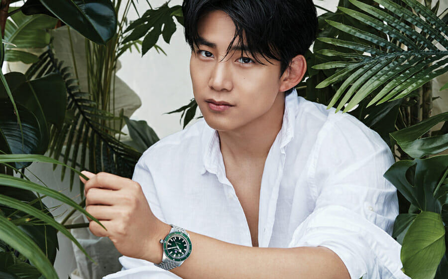 #ManCrushMonday — Ok Taec-yeon Muscles Up with A Rado Captain Cook