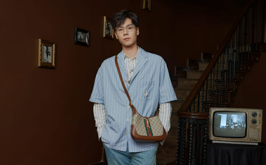 Hu Yi Tian gets The Unisex Appeal of The Gucci Jackie Bag