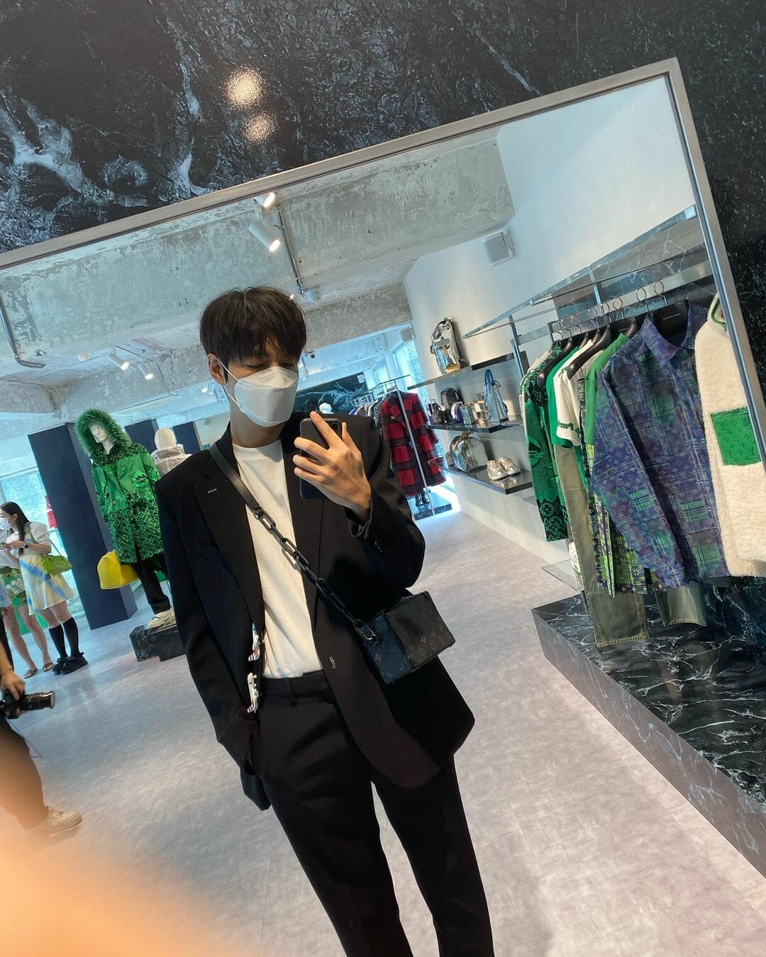 #ManCrushMonday — Lee Minho Takes a Selfie Just Like Us